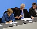 Unterzeichnung des Koalitionsvertrages der 18. Wahlperiode des Bundestages (Martin Rulsch) 087.jpg