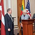 Välisminister Marina Kaljurand ja Ameerika Ühendriikide suursaadik Eestis Jeffrey D. Levine Sumner Wellesi deklaratsiooni 75. aastapäevale pühendatud sümpoosionil ja mälestustahvli avamisel (19933737972).jpg