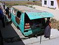 VW-Bus als Kiosk in Albanien auf einem Bahnsteig.JPG