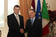 Dombrovskis con Enzo Moavero Milanesi nel 2012