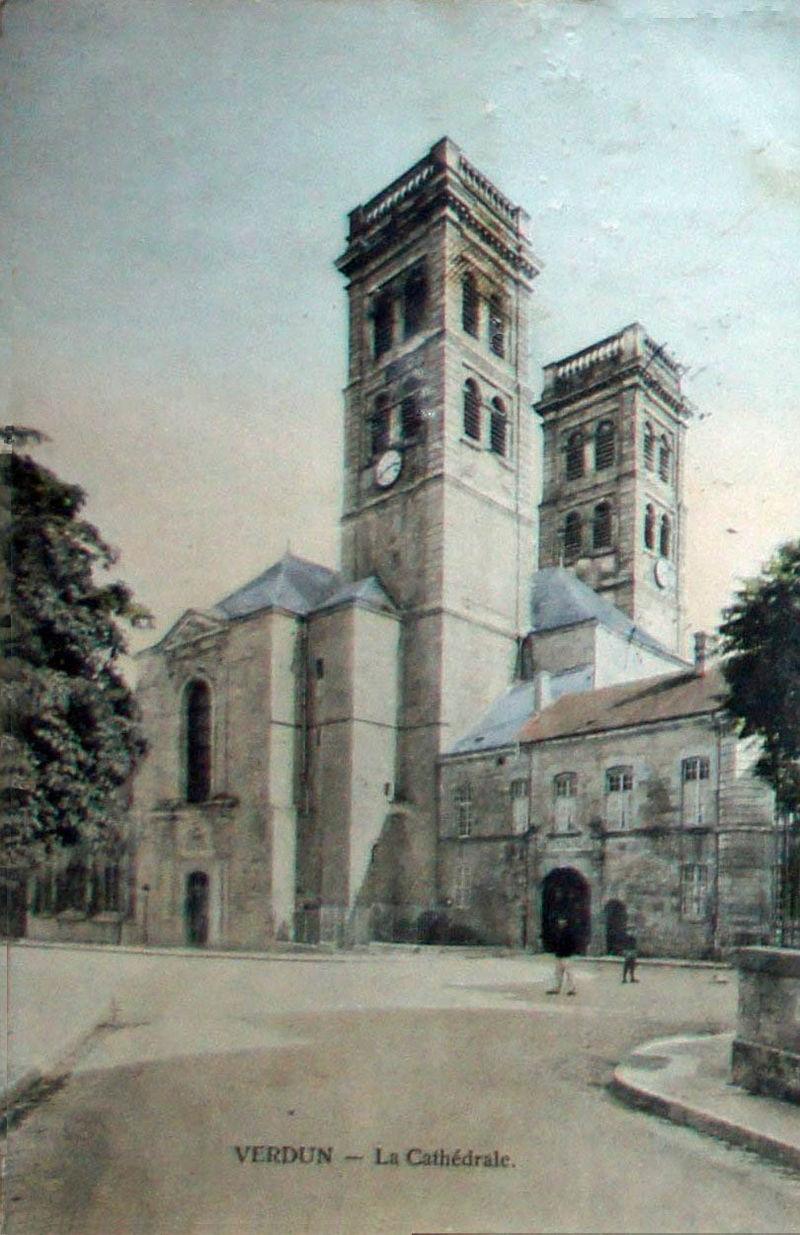 Gammelt postkort av katedralen Notre-Dame i Verdun