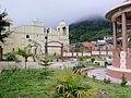 Vista del parque y la Iglesia catolica san rafael.jpg