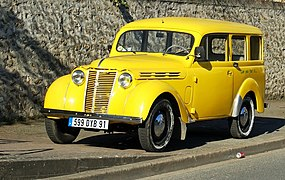 Voiture Ancienne - Flickr - besopha aka Renault Dauphinoise cropped to highlight the car.jpg