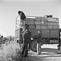 Vrachtwagen met bagage van emigranten (oliem) in het doorgangskamp St Lucas b…, Bestanddeelnr 255-1159.jpg