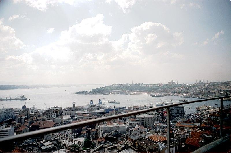 File:Vues panoramiques du Bosphore et de la Corne d' Or (3).jpg