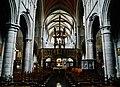 Walcourt Basilique St. Materne Innen Langhaus Ost.jpg