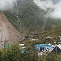 Waterfall view on the way to kedarnath 03.jpg