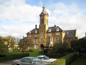 Reed's School - Former school buildings in Watford, now a residential development