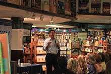 Wayne Pacelle at Nicola's Books.JPG
