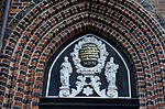 Wismar, St. Nikolai, Inschrift über dem Portal.JPG