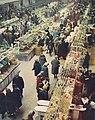 Wnętrze Hali Mirowskiej ok. 1965.jpg