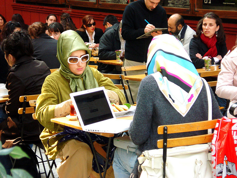 File:Women at a cafeteria in Istanbul.jpg