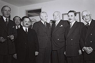 Yosef Sprinzak - L-R: W. G. Hall, Moshe Rosetti, Yosef Sprinzak, Alexander Knox Helm, Leslie Hore-Belisha, and Moshe Sharett in the Knesset, 1951