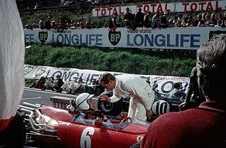 Grand Prix (1966 film) - Image: Yves Montand, 1966, Royat, tournage du film Grand Prix