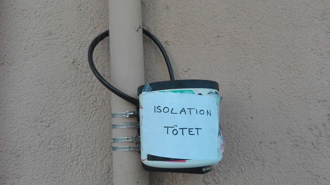 """Zettel """"Isolation tötet"""".jpg"""