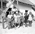Zidarji pred šolo v Št. Jurju 1948.jpg