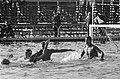Zwemmen Nederland tegen Duitsland te Brunssum, waterpolo, Hans Aalbers scoort ee, Bestanddeelnr 917-8824.jpg