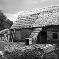 """""""Paža"""" pred vrati štale (hleva), pri Tomaževih, Ritomeče 1955.jpg"""