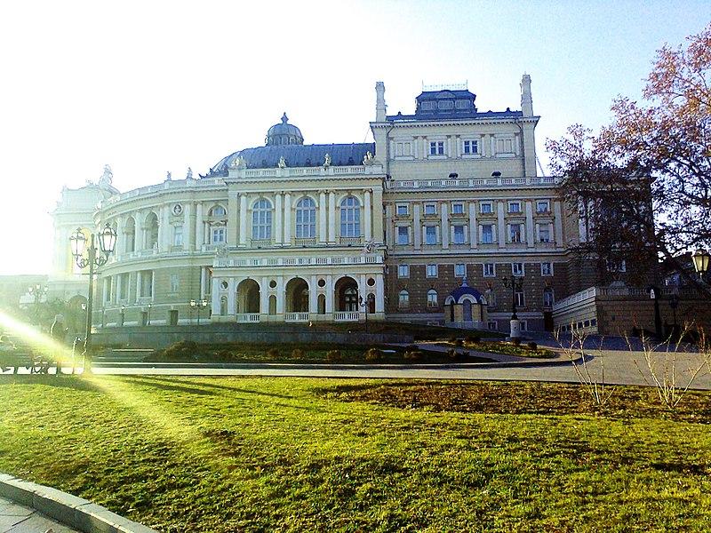 Одеський театр опери та балету (автор фото Stoola Julia, вільна ліцензія cc by-sa 4.0)