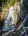 Ялинський водоспад в безсніжну зиму.jpg