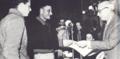 אברהם הכהן מקבל את פרס העבודה 1957.png