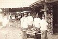 ടൈൽ ഫാക്ടറിയിലെ ജോലിക്കാർ (1873 - 1902).jpg
