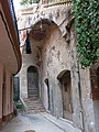 044 Can Cabanyes, accés pel carreró del Mercat (Caldes d'Estrac).JPG