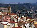 074 Monistrol de Montserrat, campanar de Sant Pere, al fons el pont del ferrocarril.JPG