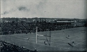 1905 Michigan Wolverines football team - Image: 1905 Michigan Wisconsin game (left side)