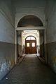 1920 ul. Traugutta - brama z dobrze zachowaną kostka drewnianą i częściowo drewnianą boazerią. fot. B. Maliszewska.jpg