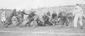 1922 Rose Bowl - Image: 1922 Rose Bowl Off Tackle Play