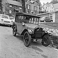 1927 Austin 7 outside the new Students Union at Bangor (17156512301).jpg