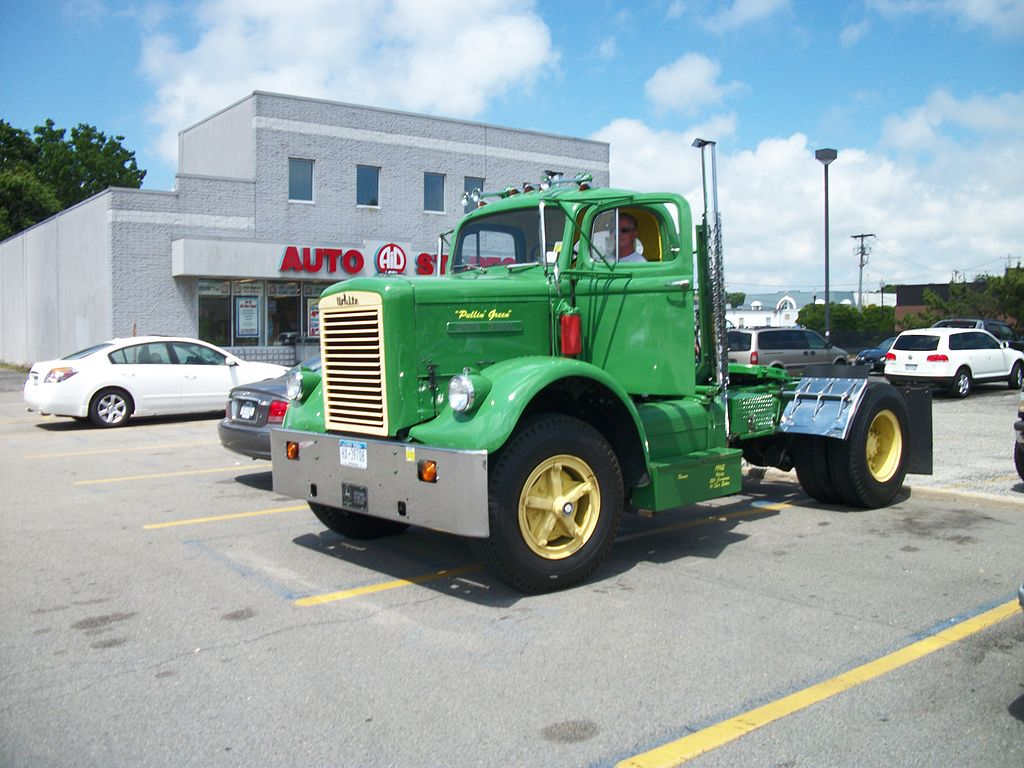 File:1962 White Truck; Patchogue, New York-1.JPG ...