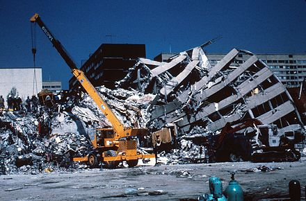 Nuevo Leon apartment building; part of the structure was only slightly damaged, while another part of it collapsed. 1985 Mexico Earthquake - Nuevo Leon building 2.jpg