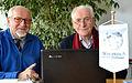 2015-03-23 Rolf Wernstedt im Wikipedia-Büro Hannover, (23) mit Helmut Konietzny am Laptop.JPG