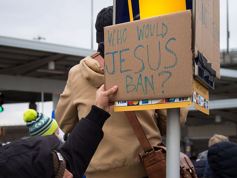 File:2017-01-28 - protest at JFK (81103).jpg