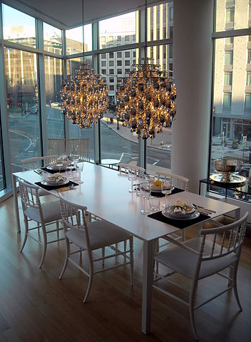 File:22 West - dining table.jpg - Wikimedia Commons