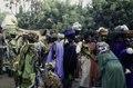 ASC Leiden - van Achterberg Collection - 03 - 34 - Un marché au bord du fleuve Niger. Un groupe de femmes en vêtements colorés - Ségou, Mali - novembre-décembre 1993.tif