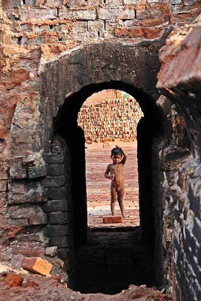 File:A child in a Brickyard, Bangladesh.jpg