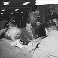 Aankomst en vertrek van Oost Duitse schaker Uhlmann Uhlmann tijdens persconferen, Bestanddeelnr 911-7937.jpg