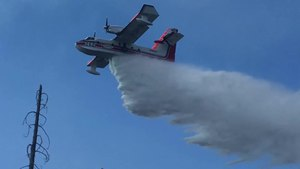 File:Aerial firefighting operations in Oregon.webm