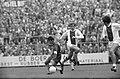 Ajax tegen Haarlem 4-0. Piet Keizer en Wentink (Haarlem) in aktie, Bestanddeelnr 922-8098.jpg