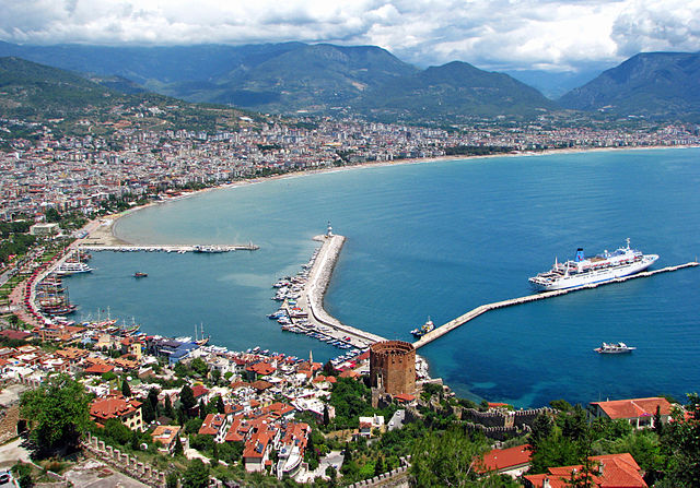 Alanya from the Castle By Ozgurmulazimoglu (Own work) [CC-BY-SA-3.0 (https://creativecommons.org/licenses/by-sa/3.0)], via Wikimedia Commons