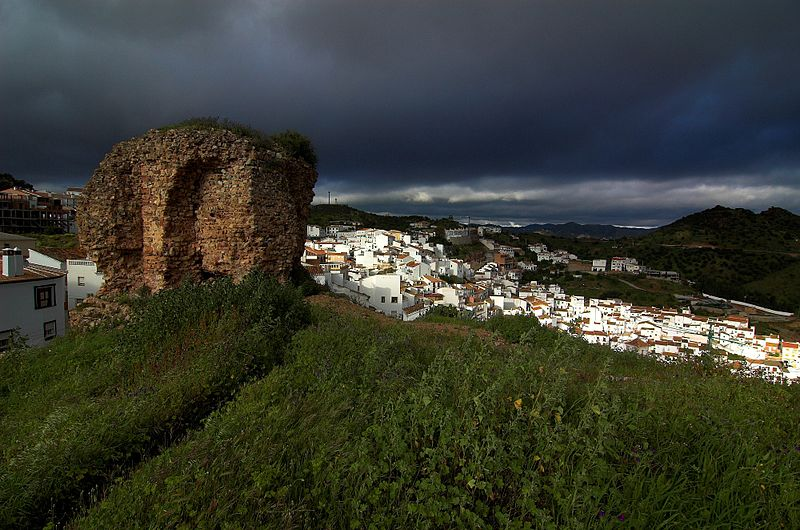 File:Almogia y la Torre de la Vela.jpg