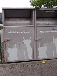 Altkleider-Container-HUMANA-Kleidersammlung-grau.jpg
