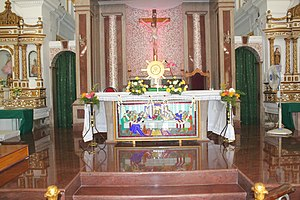 St. Andrew's Church, Puducherry - Image: Andrews Church Reddiarpalayam Pondicherry Altar 2