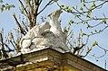 Animal sculpture on Tiergarten wall, Schönbrunn 08.jpg