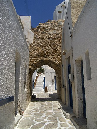 Antiparos castle gate.JPG