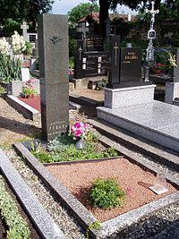 AntoninStraka-grave.jpg