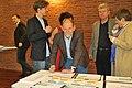 Axel Vogel unterschreibt Energietisch-Volksbegehren.jpg